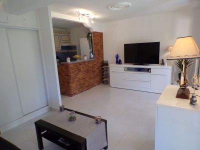 Spacious 2 Rooms With Cellar And Garage, 2 Minutes From The Sea